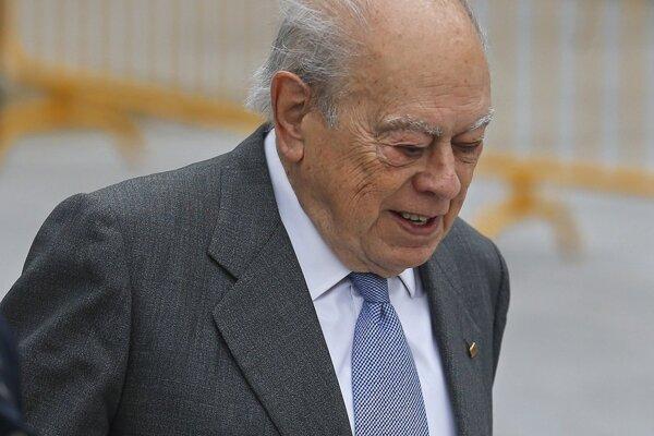 Jordi Pujol prichádza do budovy súdu, aby vypovedal v korupčnej kauze.