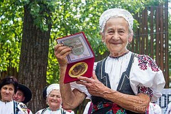 Ocenená pani Mišúnová.