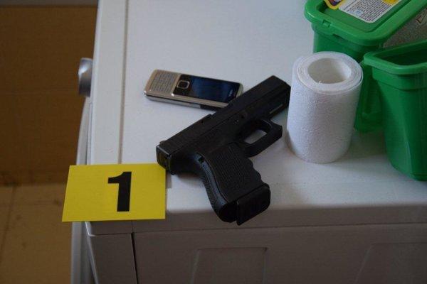U obvinených našli zbrane