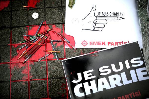 Charlie Hebdo sa nechtiac stal celosvetovým symbolom slobody slova.