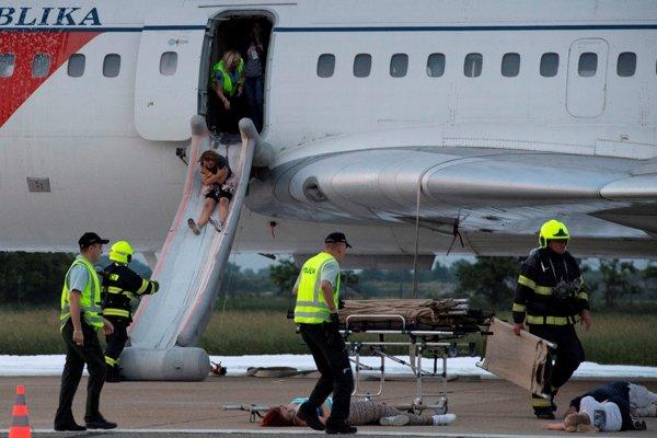 Nácvik leteckej nehody na bratislavskom letisku.