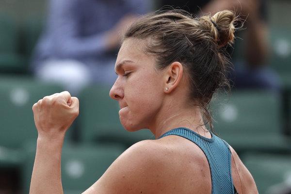 Simona Halepová sa raduje z víťazstva.