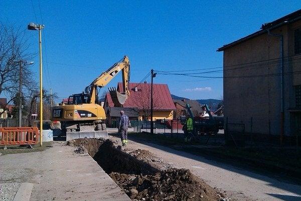 Stavba kanalizácia.
