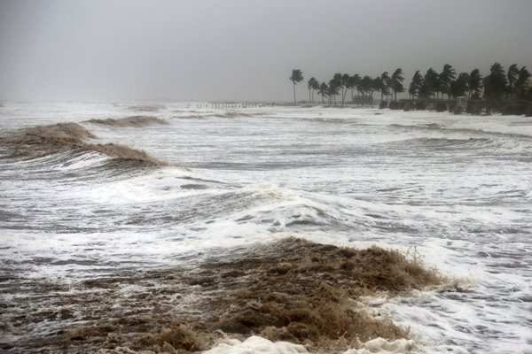 Cyklón udrel na pevninu Arabského polostrova minulý víkend.