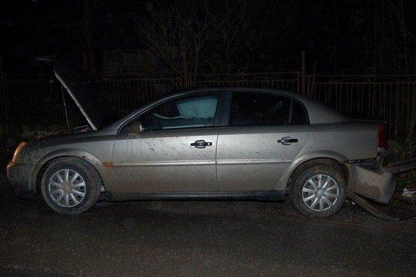 Ukradnuté auto a aj vodiča sa napokon podarilo zadržať.
