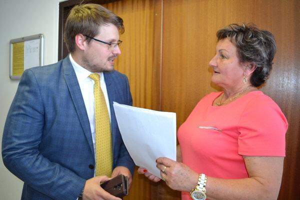 Anna Lopatová so svojím právnym zástupcom Martinom Miklušom.
