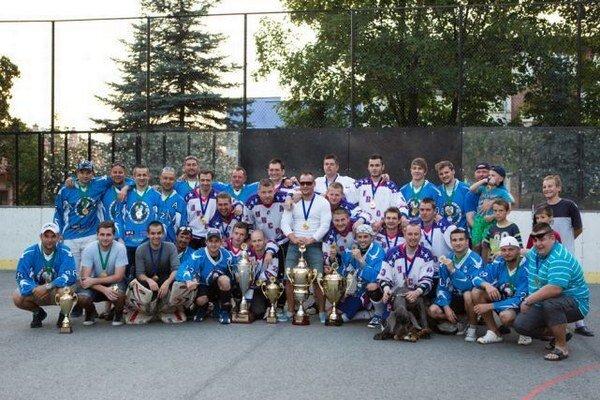 Tím HBC 07 s víťazom II. seniorskej ligy v Žiline HBC Rosina.