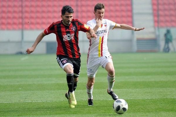 Kubilay Türk Yilmaz z FC Spartak Trnava a Michal Jonec (vpravo) z MFK Ružomberok.