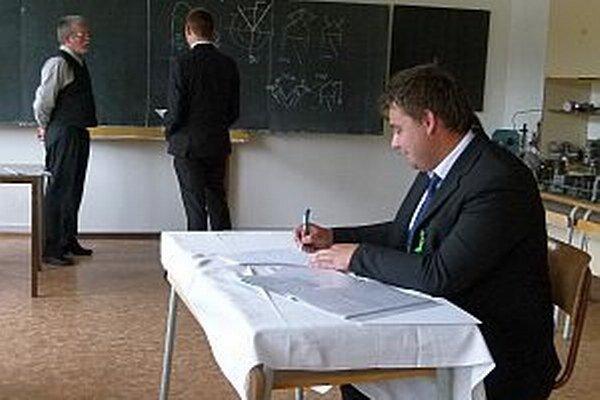 Jeden študent odpovedal, druhý mal čas na prípravu.