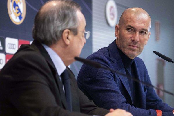 Zinedine Zidane (vpravo) a Florentino Pérez (vľavo).