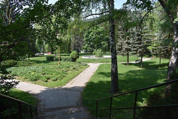 Park pred nemocnicou chce získať mesto do svojho majetku.
