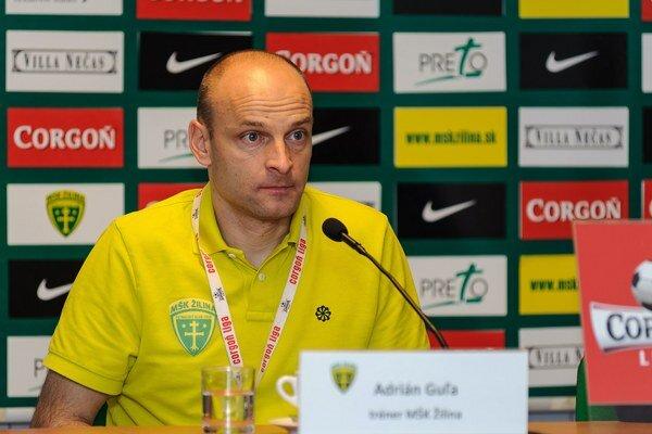 Hlavný tréner Adrián Guľa sa teší z usilovnosti svojich zverencov.