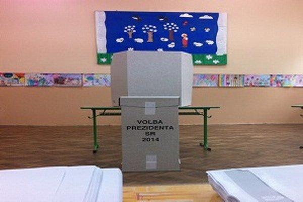 Volebná miestnosť na základnej škole Hliny V.
