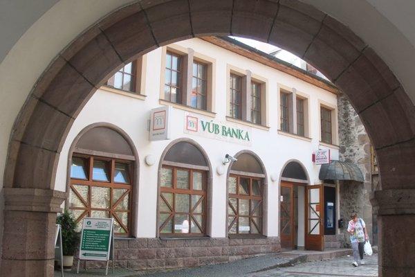 Pobočka VÚB banky v medzibráni v Kremnici.