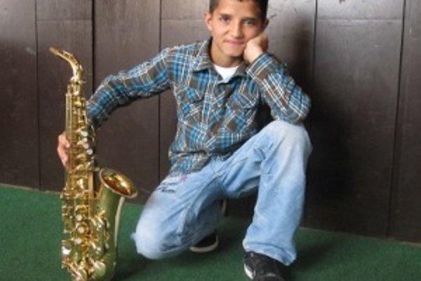 Pätnásťročný saxofonista Patrik Žiga. Jeho talent objavil dedo Ladislav Žiga, za čo mu je vďačný. Zároveň ďakuje aj svojmu manažérovi Marianovi Rindošovi a  rodičom, ktorí mu pomáhajú a podporujú ho.