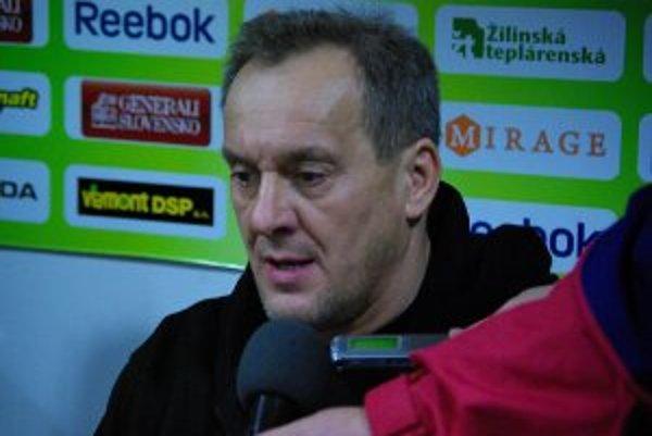 Milan Jančuška s vlkmi zatiaľ boduje.