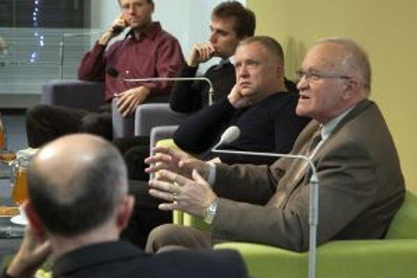 Zavŕšilo dvadsaťpäť diskusných podujatí s päťdesiatkou zaujímavých hostí Nadácie POLIS v roku 2011 stretnutie na tému reformácia.
