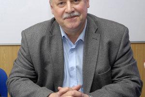 Branislav Peťko z Parazitologického ústavu SAV spolu s kolegami sleduje aj cudzokrajné druhy kliešťov.