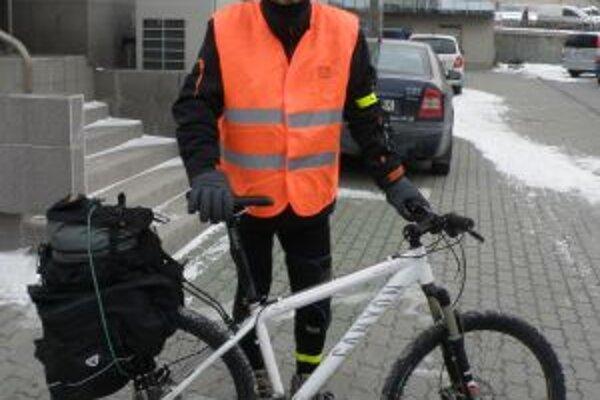 Alan Bujdák strávi na bicykli 35 dní, aby pomohol onkologickým pacientom v núdzi.