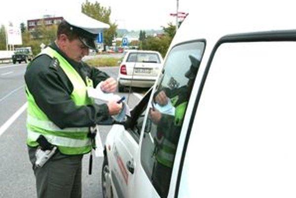 Pred cestou autom radšej nepite. Ťažko dokážete odhadnúť, či v krvi nemáte ešte zvyškový alkohol. Hrozí trestný čin.
