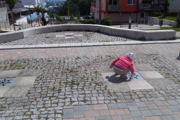 Deti sa pri fontáne tak skoro neosviežia.