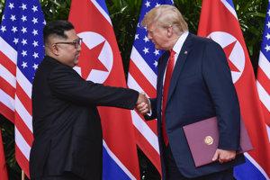 Donald Trump a Kim Čong-un podpísali dohodu.