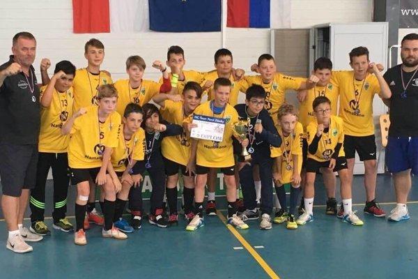 Spoločná fotografia Novozámčanov po turnaji.