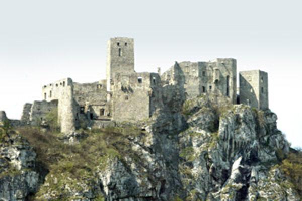 Ak by Strečniansky hrad zachvátil požiar ako v Krásnej Hôrke, jeho hasenie by bolo obtiažne. Pomohla by iba helikoptéra