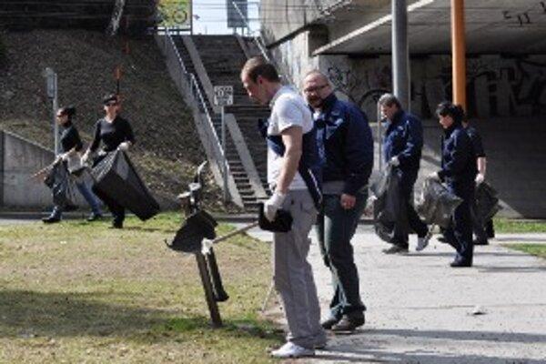 Mestskí policajti čistili Bôrický park.