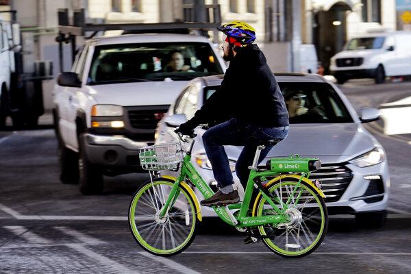 V mestách nie je bicyklovanie bezpečné, upozorňuje ministerstvo.