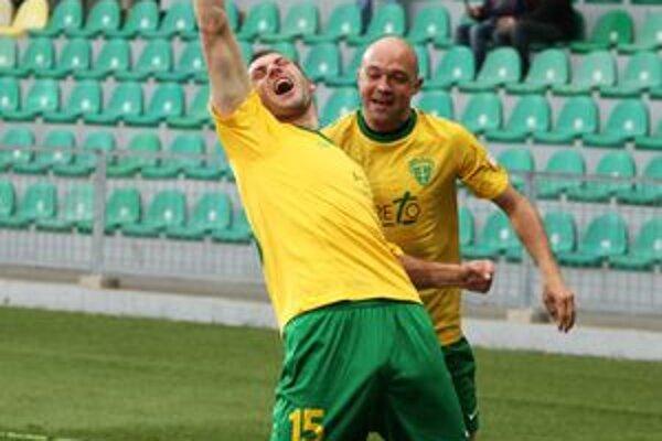 """Takto sa """"Pišta"""" Leitner radoval s kolegom Piačekom po góle do siete Nitry v poslednom domácom zápase."""