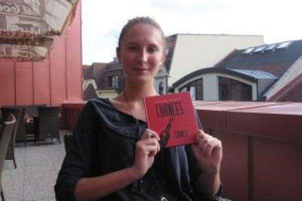 Začínajúca spisovateľka Alexandra Hazáková. Vydala svoju debutovú knihu.  V súčasnosti píše  a dáva dokopy poviedky na ďalšiu.