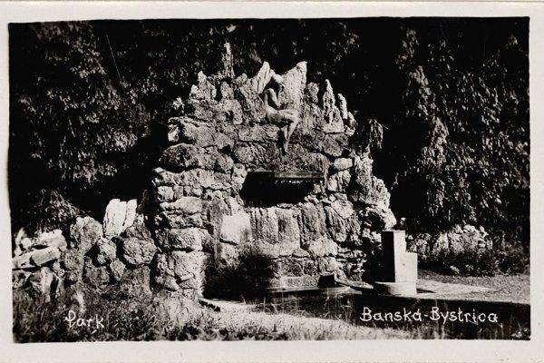 """Fontána, ktorá tu kedysi stála a ktorú ľudia nazývali """"vtáčia"""". Do nového návrhu zakomponovaná nie je."""
