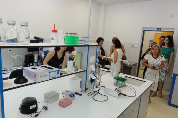 Nové laboratóriá na UKF vznikli hneď za hlavnou budovou univerzity.