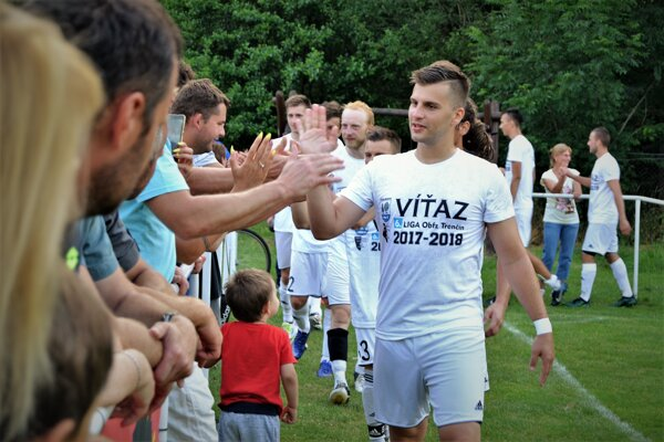 Myjavské béčko si užilo oslavy víťazstva v VI. lige.
