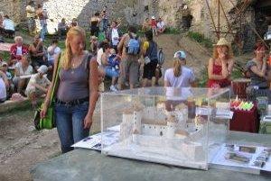 Maketa hradu. Návštevníci ju mohli porovnať so skutočnosťou.