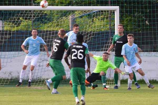Neded porazil Svätý Peter 6:0. Tri góly strelil Tomáš Kunovský (stojí v čiernom drese vpravo).