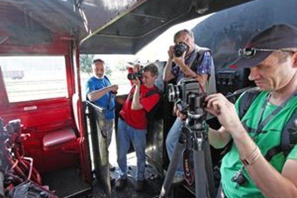 Na snímke z minuloročného plenéra v kokpite parnej lokomotívy 475.