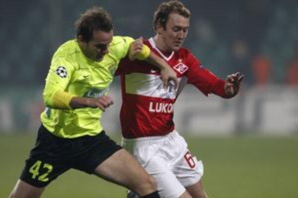 Roman Gergel v súboji s Aidenom McGeadym.