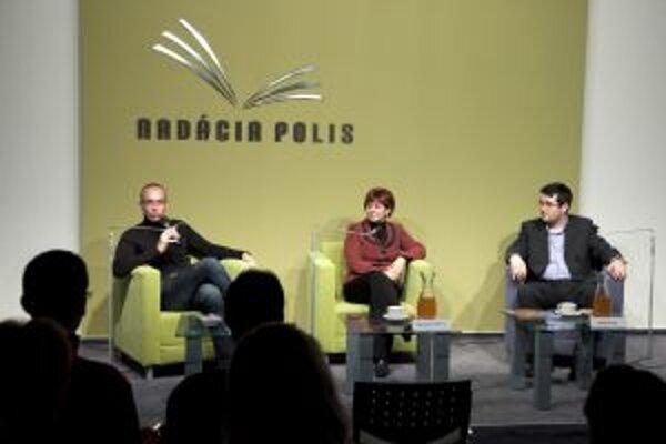 Hovorili o židovskom kultúrnom dedičstve. Maroš Borský, Ružena Kormošová a Juraj Novák.
