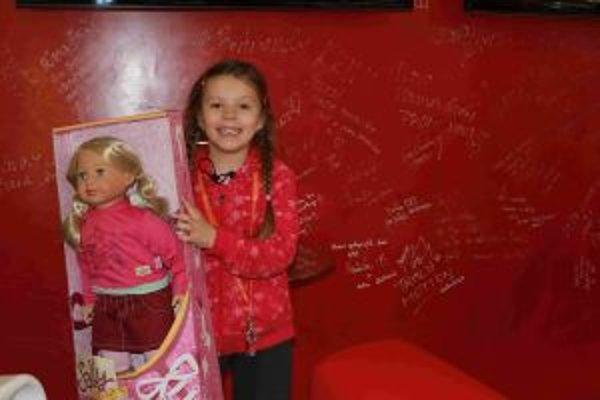 Zuzana Hodasová si vyskočila pre bábiku Sally.