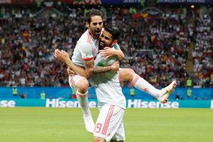 Diego Costa (vpravo) a Isco sa radujú z gólu na 1:0.