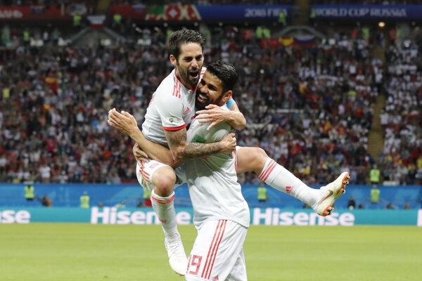 Isco (vľavo) a Diego Costa sa radujú z gólu na 1:0.