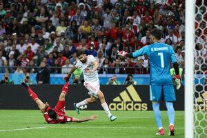 Diego Costa sa dostáva k iránskej bráne.