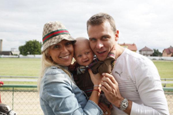 Zuzana Belohorcová so svojím partnerom Vlastom a dcérkou Salmou.