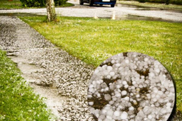 Silné ľadové krúpy na prelome jari a leta prekvapili mnohých obyvateľov.