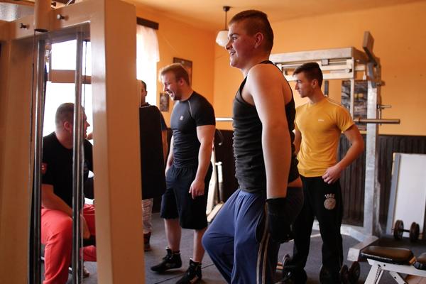 Chlapi v Trenči majú z krčmy fitnescentrum.
