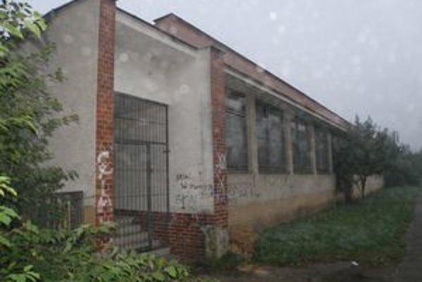 Zastupiteľstvo sa rozhodlo, škôlku a blízke pozemky rozpredajú.