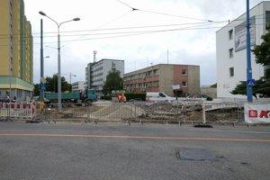 Pohľad na dočasne zrušené odbočenie z Mierovej a Prievozskej na Hraničnú.
