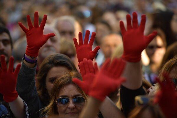 Španielov zbavili obvinení zo znásilnenia, ľudia vyšli do ulíc